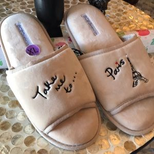 "NWT BCBG ""Take Me To Paris"" Slippers XL(11-12)"